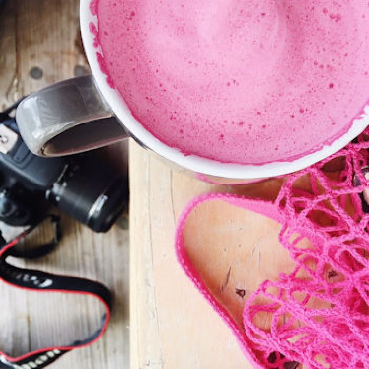 Do you want to try a Beet Latte? Caffiene junky Helen Perry tries this super healthy alt-coffee. Full of vitimins and anti-oxidants. How to make a Beetroot Latte recipe tips.